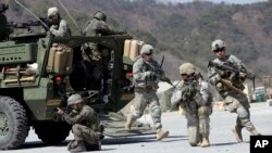 VOA Asia - U.S., South Korea suspend military exercises.