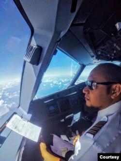 Kapten Megah Perkasa di dalam cockpit. (Foto: Courtesy/Dokumen Pribadi)