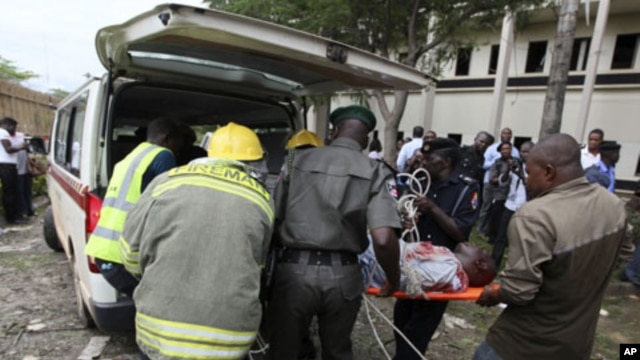 A victim of a bomb blast that ripped through the United Nations offices in the Nigerian capital of Abuja is loaded into an ambulance, August 26, 2011