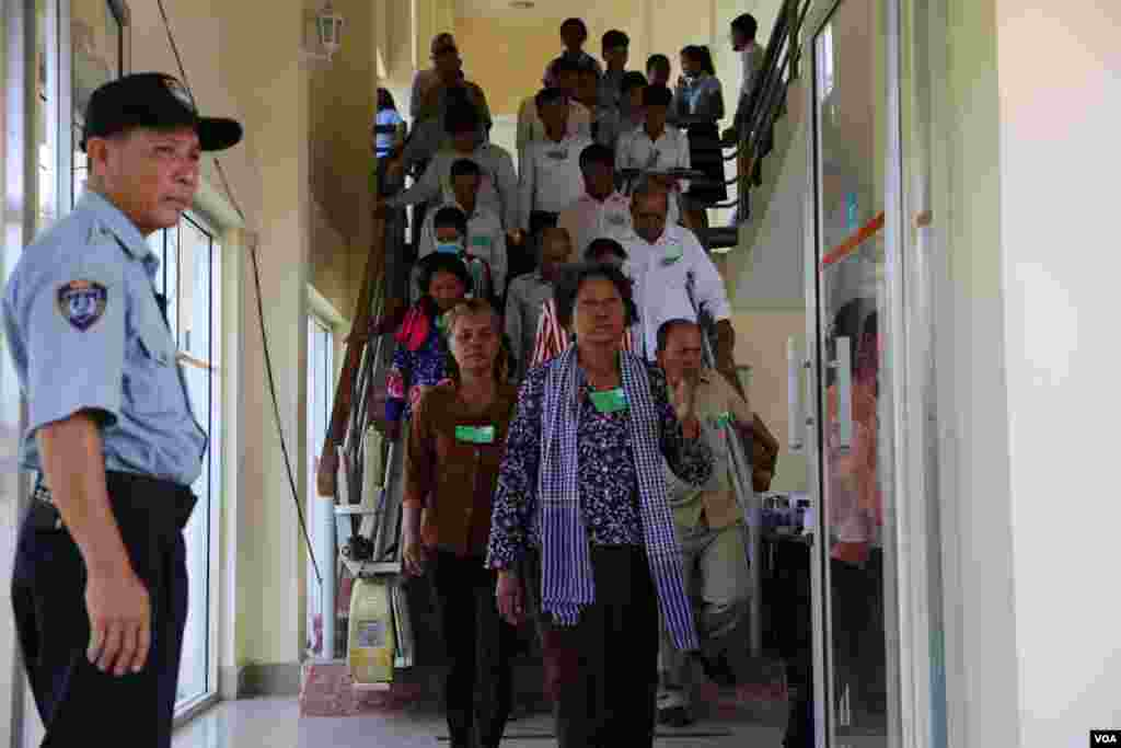 Members of the public come to the Extraordinary Chambers in the Courts of Cambodia (ECCC) to hear the testimony of Kaing Guek Eav, alias Duch, former chairman of S-21 Security Centre on the trial in Case 002/02 in Phnom Penh on Wednesday, June 07, 2016. (Hean Socheata/VOA Khmer)