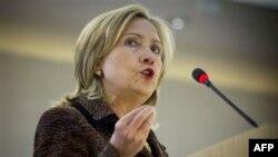 Хиллари Клинтон выступает в Женеве.