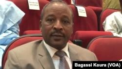 Le ministre de la Défense, Hassoumi Massaoudou, anciennement ministre de l'Intérieur, lors d'une séance à l'assemblée nationale le 24 mars 2016. (VOA / Bagassi Koura)