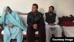 د مشال خان مور، د هغه ورور ایمل اقبال او ددوي وکیل شهاب خټک