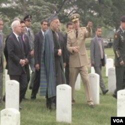 Ove godine predsjednik Afganistana, Hamid Karzai je prvi put posjetio Nacionalno groblje u Arlingtonu i dio u kojem se sahranjuju američki vojnici poginuli u ratu u Afganistanu