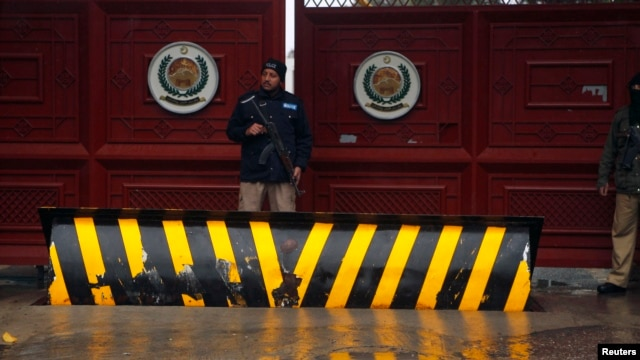 FILE - A policeman stands guard outside the Khyber Pakhtunkhwa House, where negotiations took place between Pakistani government officials and Taliban negotiators, in Islamabad, February 6, 2014.
