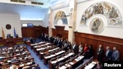 Голосование в парламенте Македонии. Противники смены названия страны бойкотируют голосование.
