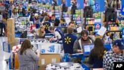 Suasana di salah satu toko eceran Walmart di kota Bentonville, Arkansas (foto: dok),