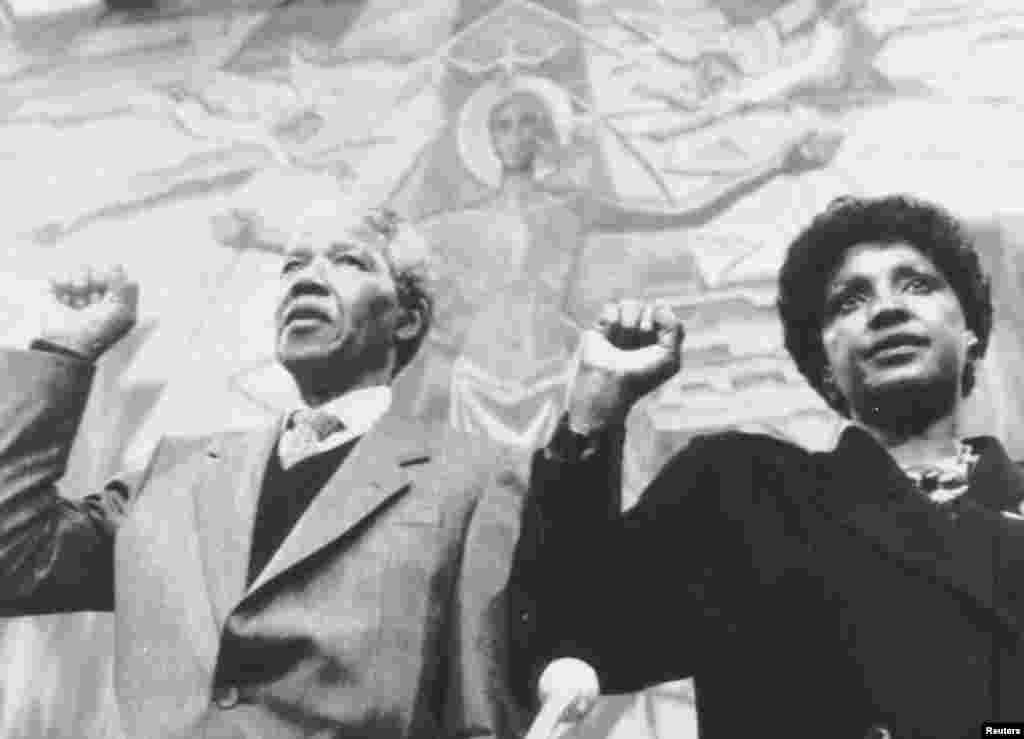 منڈیلا 18جولائی، 1918ء میں جنوبی افریقہ کے قصبے، میزو میں پیدا ہوئے۔