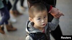 Kebijakan satu anak di Tiongkok telah mendorong permintaan akan bayi laki-laki dan menyuburkan perdagangan manusia. (Foto: Dok)