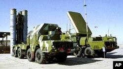Presiden Rusia Vladimir Putin mengatakan Moskow belum mengirimkan misil pertahanan udara canggih S-300 ke Suriah (foto: dok).