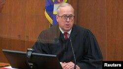 明尼蘇達州的法官卡希爾對前明尼阿波利斯警察肖文做出量刑判決時發表講話。(2021年6月25日)