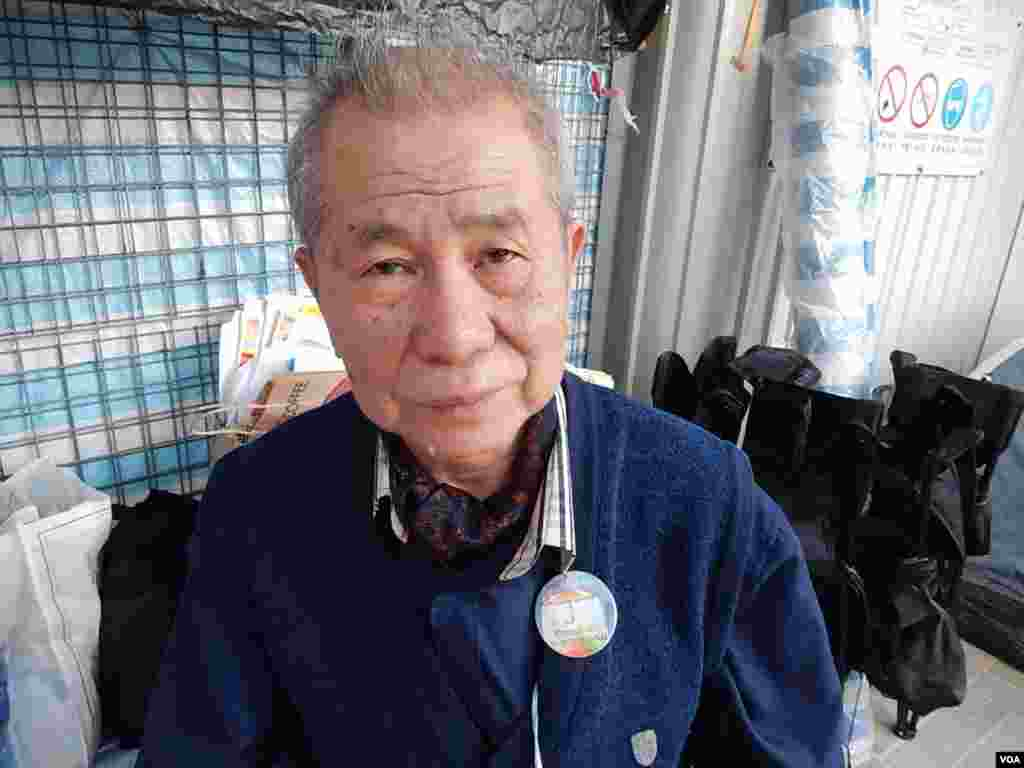 Mr. Wong, a 70-year-old Hong Kong occupy activist, says he doesn't want to see violent conflict between protesters and the police, Dec. 9, 2014. (Iris Tong/VOA)
