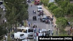 Diyarbakır'da PKK Zanlılarını Taşıyan Araca Saldırı:3 Ölü