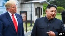 Дональд Трамп и Ким Чен Ын (архивное фото)