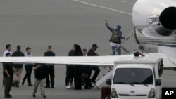 Chris Brown boards a chartered jet at the old Manila Domestic Airport in suburban Pasay city, south of Manila, Philippines, July 24, 2015.