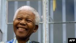 94岁的曼德拉星期六进行了摘除胆结石的外科手术(资料照片)