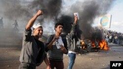 Demonstran di Alexandria, Mesir, menyerukan penolakan konstitusi baru. (Foto: AFP)