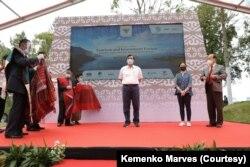 Menteri Koordinator Bidang Maritim dan Investasi Luhut Binsar Panjaitan dalam acara Tourism and Investment Forum di kawasan Danau Toba. (Foto: Courtesy/Kemenko Marves)