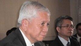 Ngoại trưởng Philippines del Rosario nói để đạt được sự đồng thuận cần phải có sự nhất trí 100%, trong khi Philippines không đồng ý thì không thể có đồng thuận.