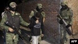 Quân đội Mexico truy lùng các trùm buôn ma túy trong những cuộc hành quân thường được gọi là 'bắt hoặc giết'