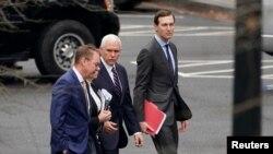 Các quan chức Nhà Trắng do phó Tổng thống Mike Pence dẫn đầu có buổi làm việc với các quan chức Quốc hội
