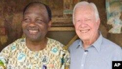 Tsohon shugaban Najeriya, Janar Yakubu Gowon, tare da tsohon shugaban Amurka, Jimmy Carter.