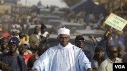 Presiden Senegal Abdoulaye Wade kemungkinan gagal memperoleh 50 persen suara dalam pilpres pertama hari Minggu.