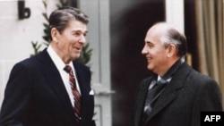Tổng thống Ronald Reagan và nhà lãnh đạo Liên Xô cũ, ông Mikhail Gorbachev (hình tư liệu, tháng 11 năm 1985)