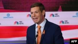 Le député Eric Swalwell, lors du deuxième débat des démocrates dans le cadre de la campagne présidentielle de 2020, le 27 juin 2019.
