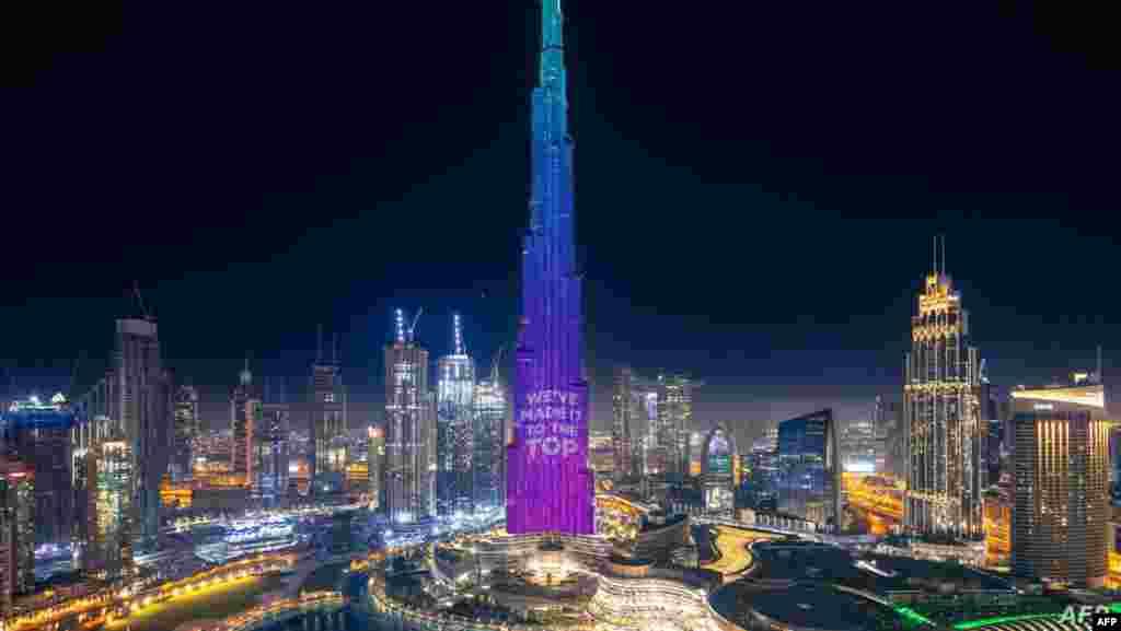 세계에서 가장 높은 건물인 두바이의 부르즈 할리파가 화려한 조명을 뽐내며 '천만 식사'캠페인의 성공을 기념하고 있다. 기부할 때마다 켜지는 조명 개수만큼의 식사를 신종 코로나바이러스 감염증(COVID-19)로 어려운 이웃을 위해