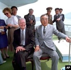 지난 1994년 6월 지미 카터 전 미 대통령(왼쪽)이 평양을 방문해 김일성 북한 주석(왼쪽)과 만났다. 김일성 주석은 그 후 불과 몇 주 후에 사망했다.