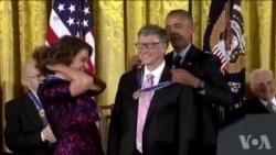 奥巴马总统为21位杰出美国人颁发自由勋章