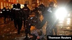 數万名在押反對派領袖納瓦爾尼的支持者星期六無視當局警告,聚集在俄羅斯街頭抗議。