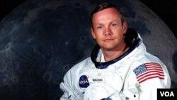Foto de archivo de Neil Armstrong, cuyo funeral privado se realizará este día, en Cincinnati, Ohio.