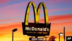 La disponibilidad de desayuno todo el día ha ayudado al resurgimiento de las ventas para McDonald's.