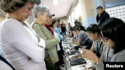Los ciudadanos han salido a votar desde tempranas horas en la ciudad de Caracas.