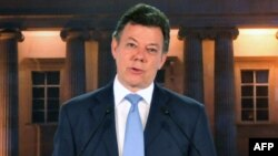 El presidente colombiano Juan Manuel Santos rechazó en un programa de radio las críticas de las FARC contra el proceso de restitución de tierras.
