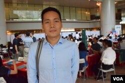 就讀香港城市大學金融系的莊同學表示,香港的工作經驗,讓他將來到外國繼續升學或工作更有優勢。(美國之音湯惠芸)