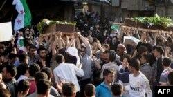 Похороны жертв обстрела в пригороде Дамаска
