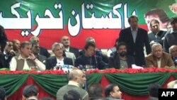 Ông Imran Khan là lãnh đạo của Phong trào Đảng Công Lý đã được một số chính trị gia nổi tiếng Pakistan tham gia