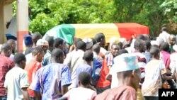 Emotion à l'inhumation de l'enseignant guinéen Mamoudou Barry