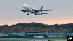 La enfermera Amber Vinson voló de Cleveland a Dallas por la línea Frontier el lunes con una fiebre baja.