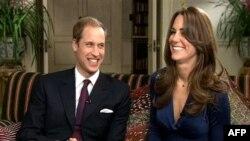 Hoàng tử Anh William và vợ sắp cưới Kate Middleton tại London, ngày 16/11/2010