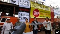 Tổ chức phi chính phủ Campuchia (NGO) tại một cuộc biểu tình chống lại việc xây dựng đập Don Sahong, tại Phnom Penh, Kampuchea, ngày 11/9/2014.