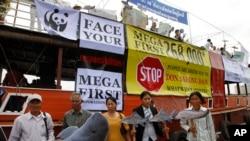 柬埔寨非政府组织在金边举行抗议老挝修建栋沙宏大坝的计划。(2014年9月11日资料照)