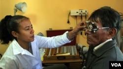 La fuga en busca de libertad suele tener un alto costo para los médicos cubanos.
