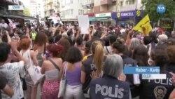 """İzmir'de Kadınlardan """"İstanbul Sözleşmesi'nden Vazgeçmiyoruz"""" Eylemi"""