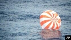 """民營無人航天器""""飛龍號""""星期天在距離美國西南海岸數百公里的太平洋海面濺落"""