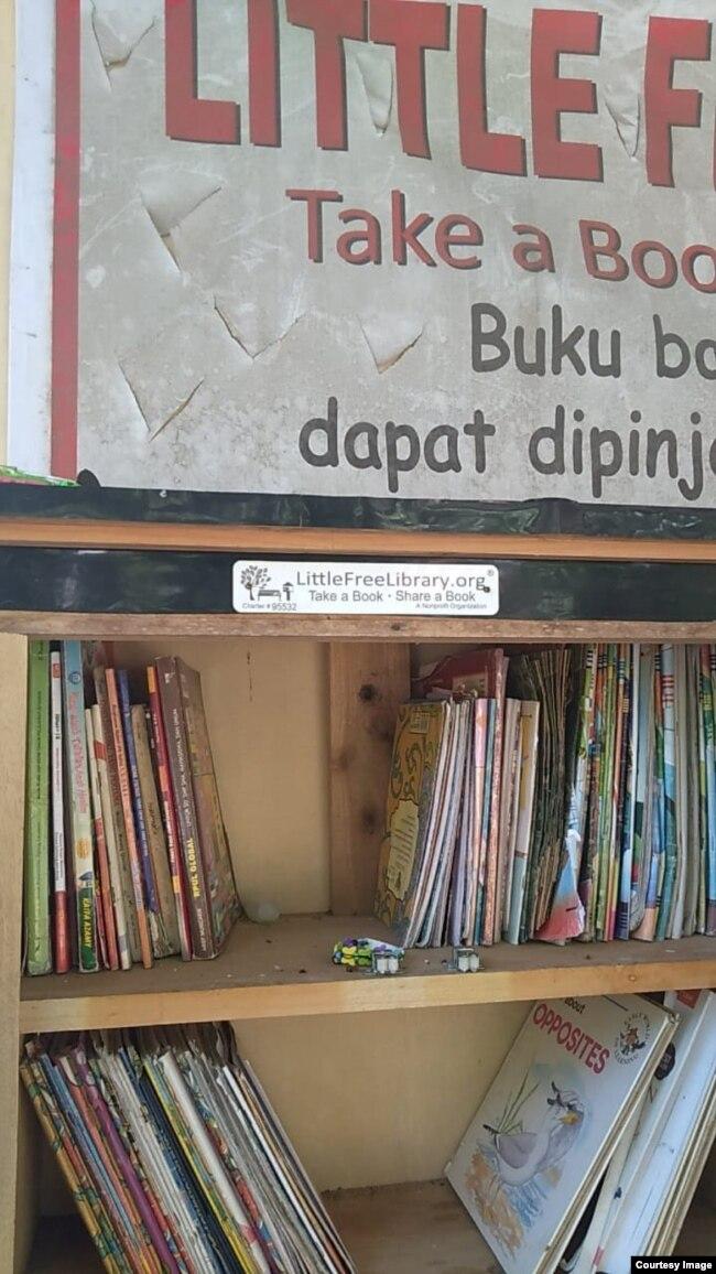 """Little Free Library"" desa Rawajaya, Cilacap berdiri sejak November 2019 dan terdaftar sebagai bagian dari organisasi Little Free Library yang berpusat di AS. Courtesy Ari Hendra Permana."