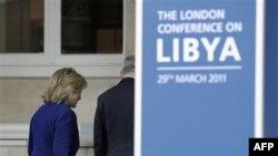 Державний секретар США Гілларі Клінтон прибуває на конференцію у справі Лівії.